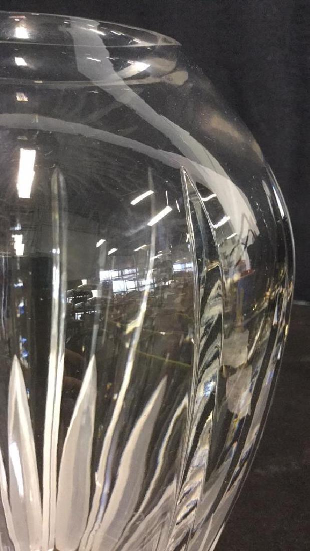 An Elegant Cut Crystal Vase - 7