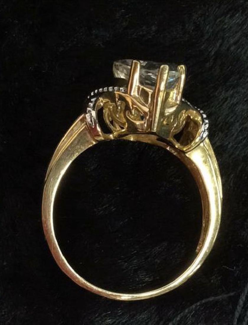 10 K Gold White Topaz Ring - 7