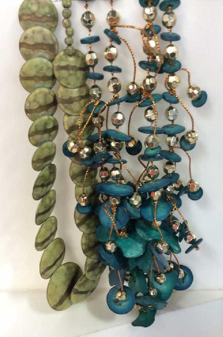 Lot 2 Women's Beaded Necklaces