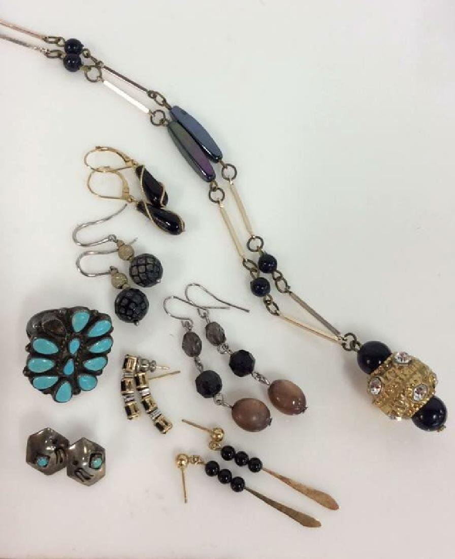 Lot 8 Assorted Woman's Costume Jewelry