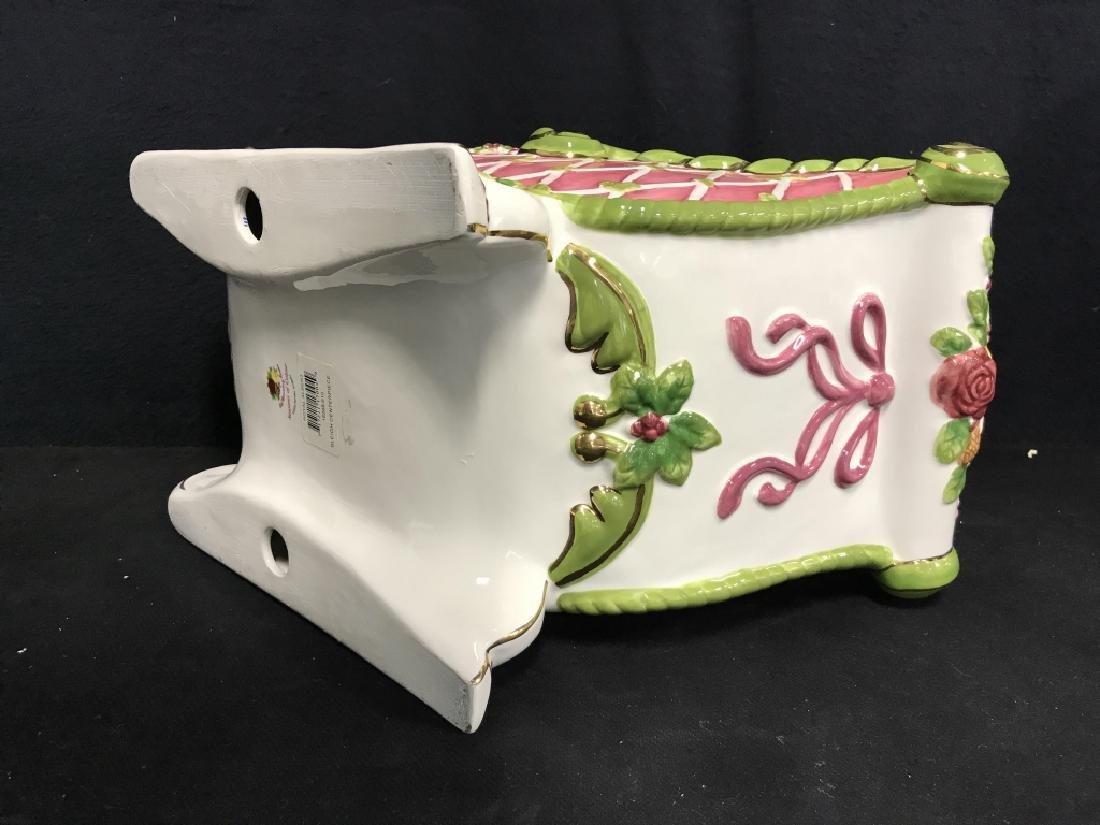 ROYAL ALPERT Porcelain Sleigh Centerpiece - 8