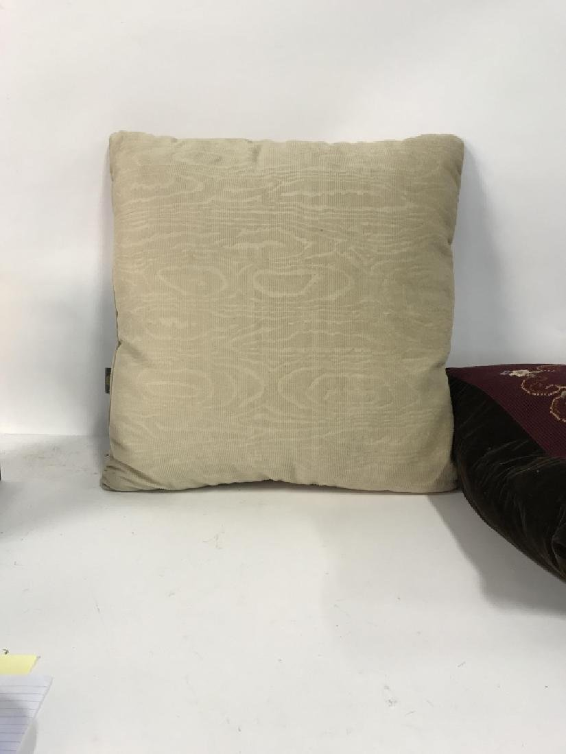 Lot 2 Embroidered Decorative Throw Pillows - 8