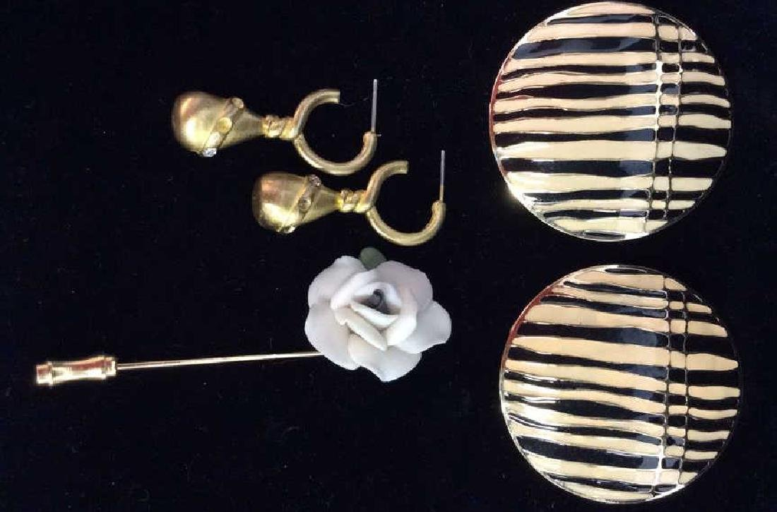 Lot 3 Women's Costume Jewelry Pieces