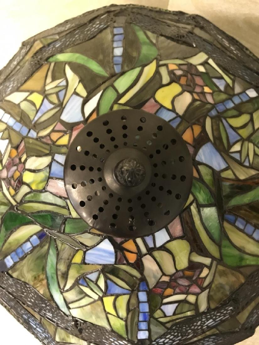 Intricately Detailed Stained Glass Tiffany StyLamp - 4