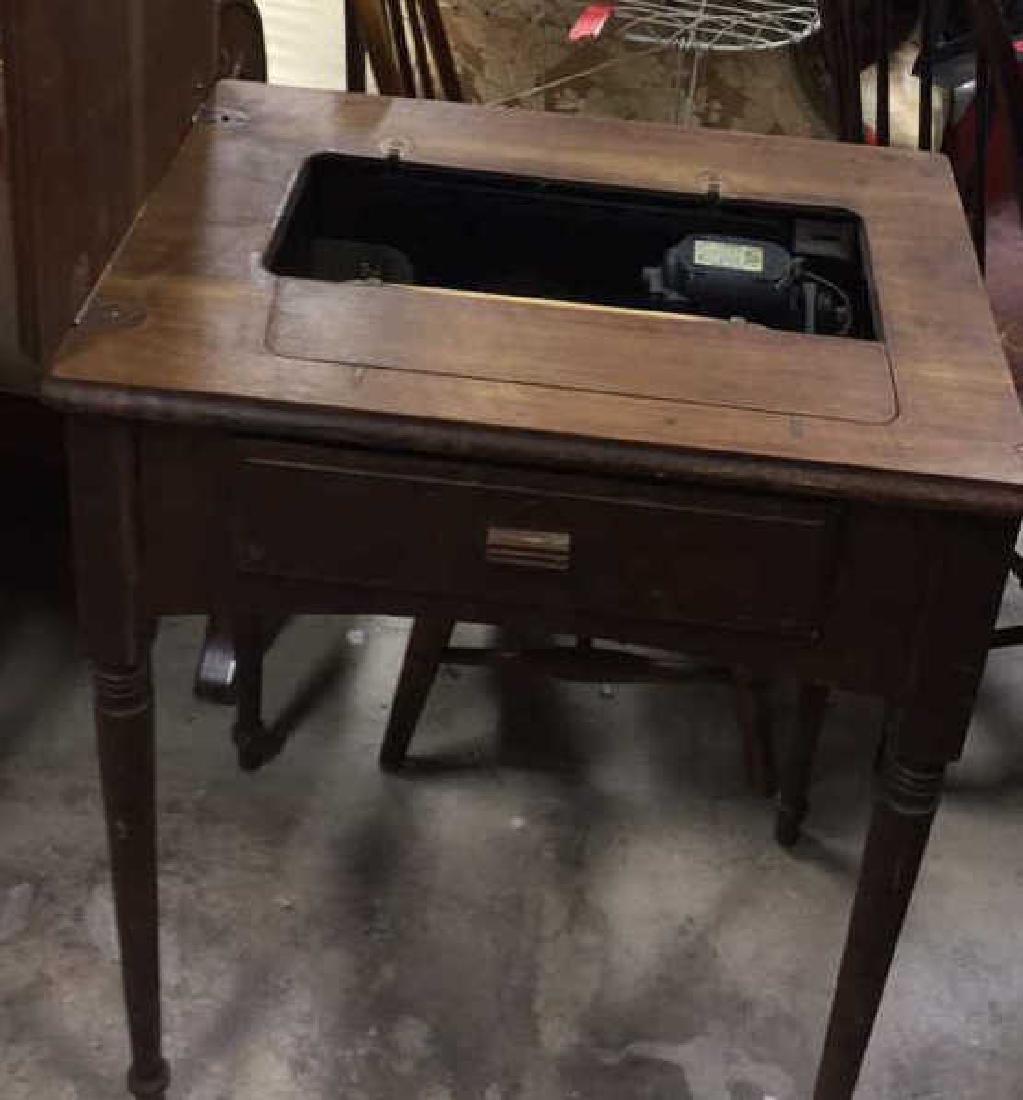 Antique SINGER  Iron  Sewing Machine and Table - 9