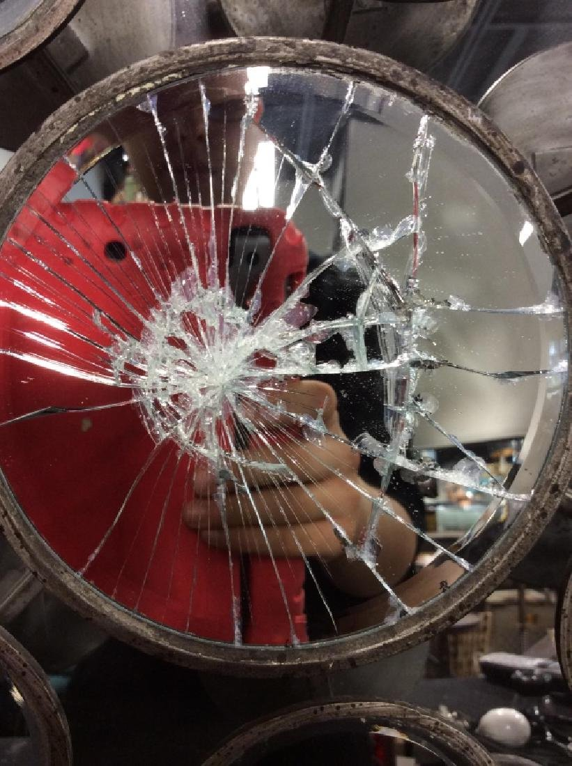 TOZAI Unique Round Metal Mirror - 3