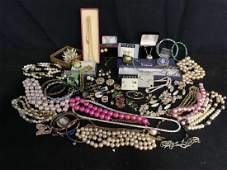 Group Lot Costume Vintage Jewelry