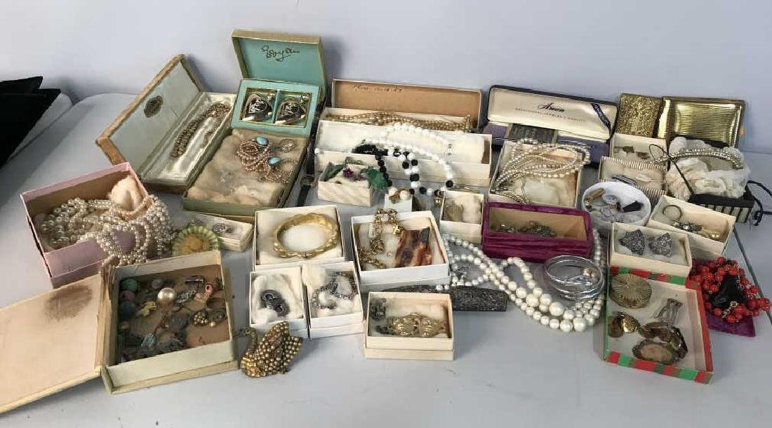Group Lot Estate Vintage Costume Jewelry,