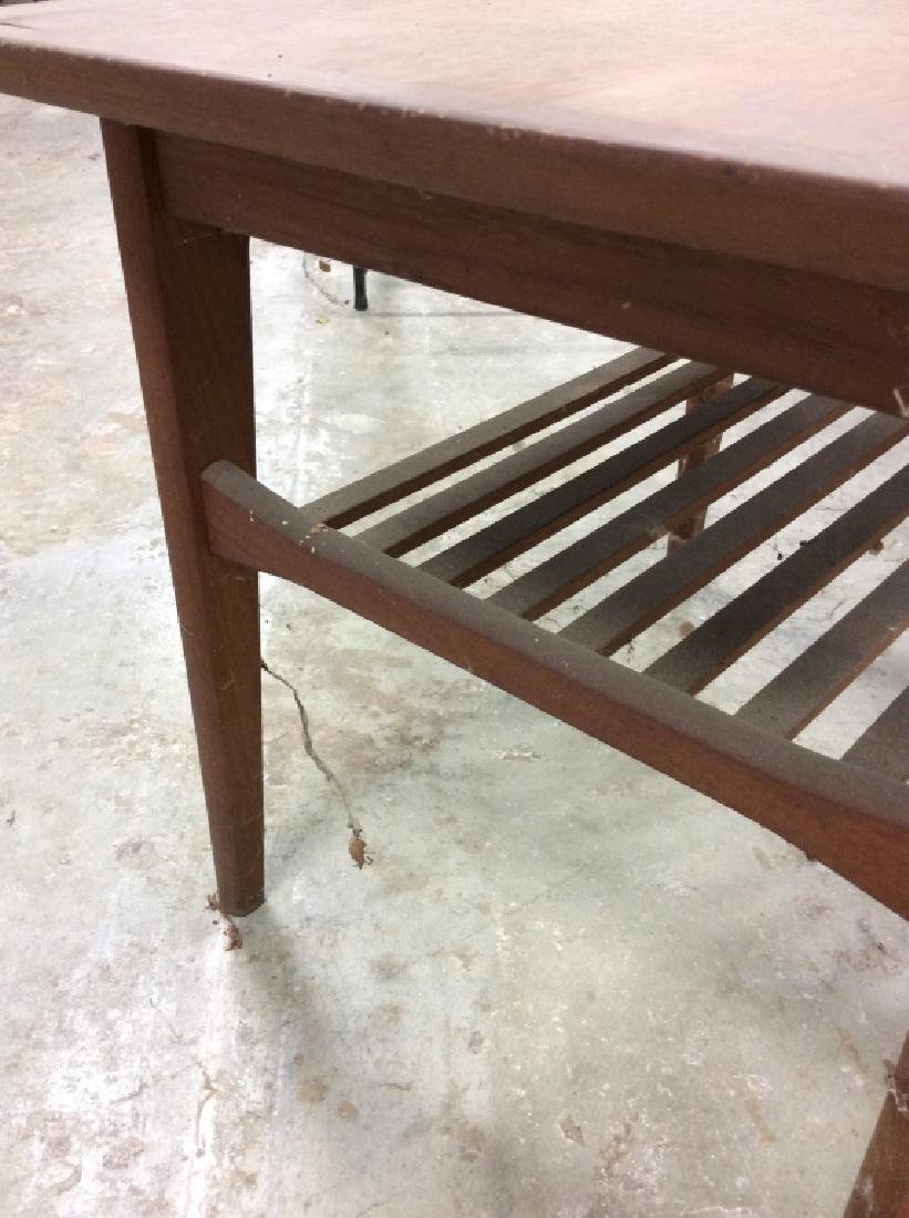 Small End Table w Tapered Legs - 5