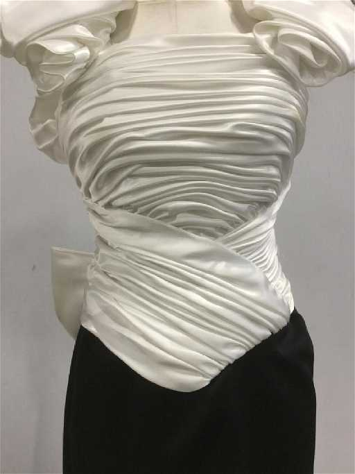 619072a49b NEIMAN MARCUS Julie DUROCHE Designer Gown