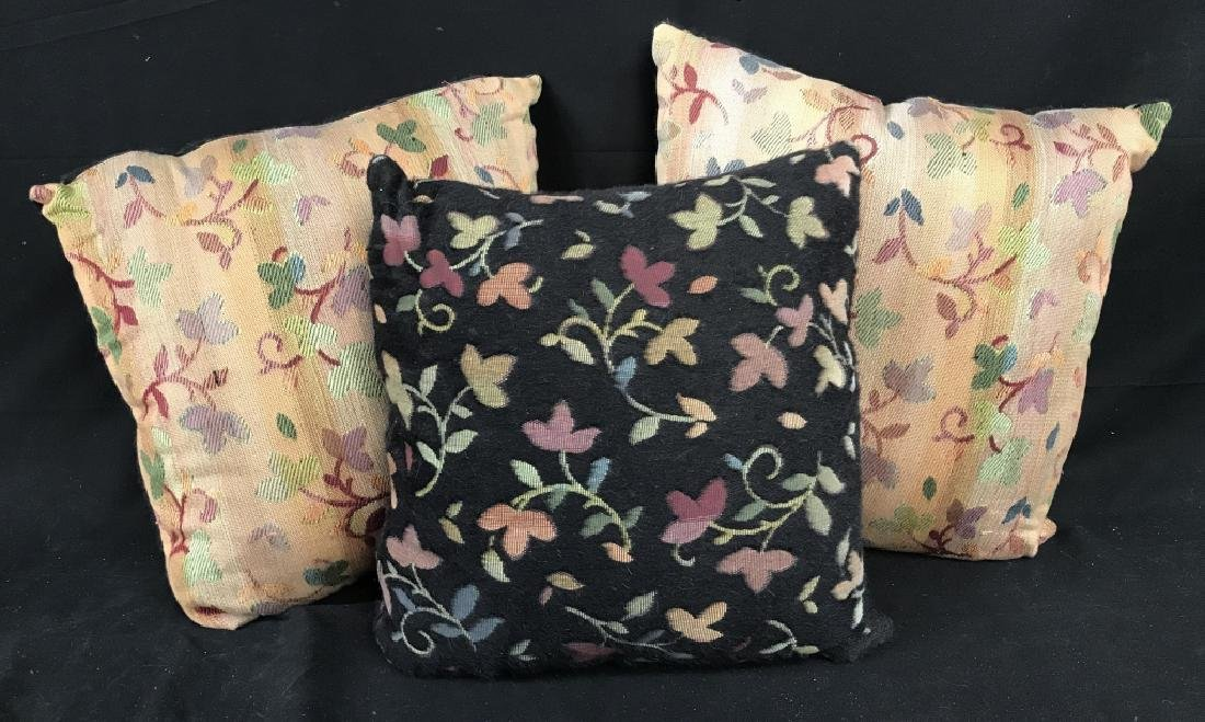 Lot 3 Accent Pillows With Floral And Leaf Motif