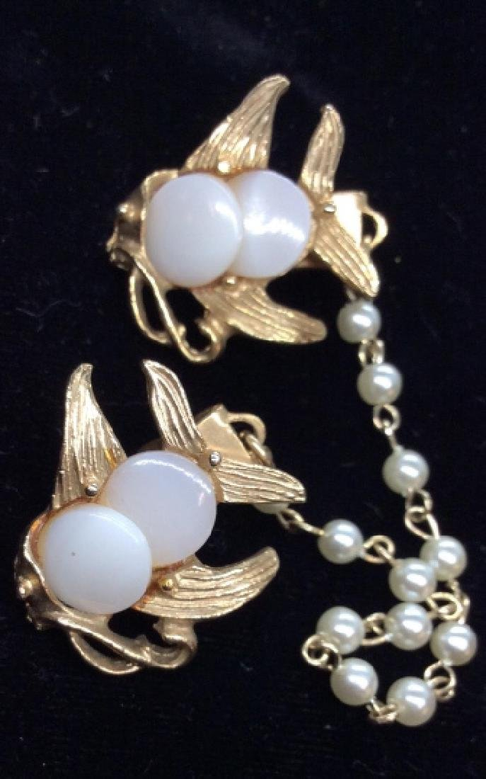 Gold Toned and Pearl Style Beaded Collar Clip