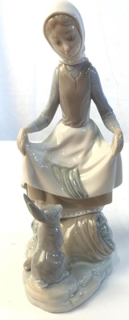 LLADRO Porcelain Figurine Of Girl With Rabbit