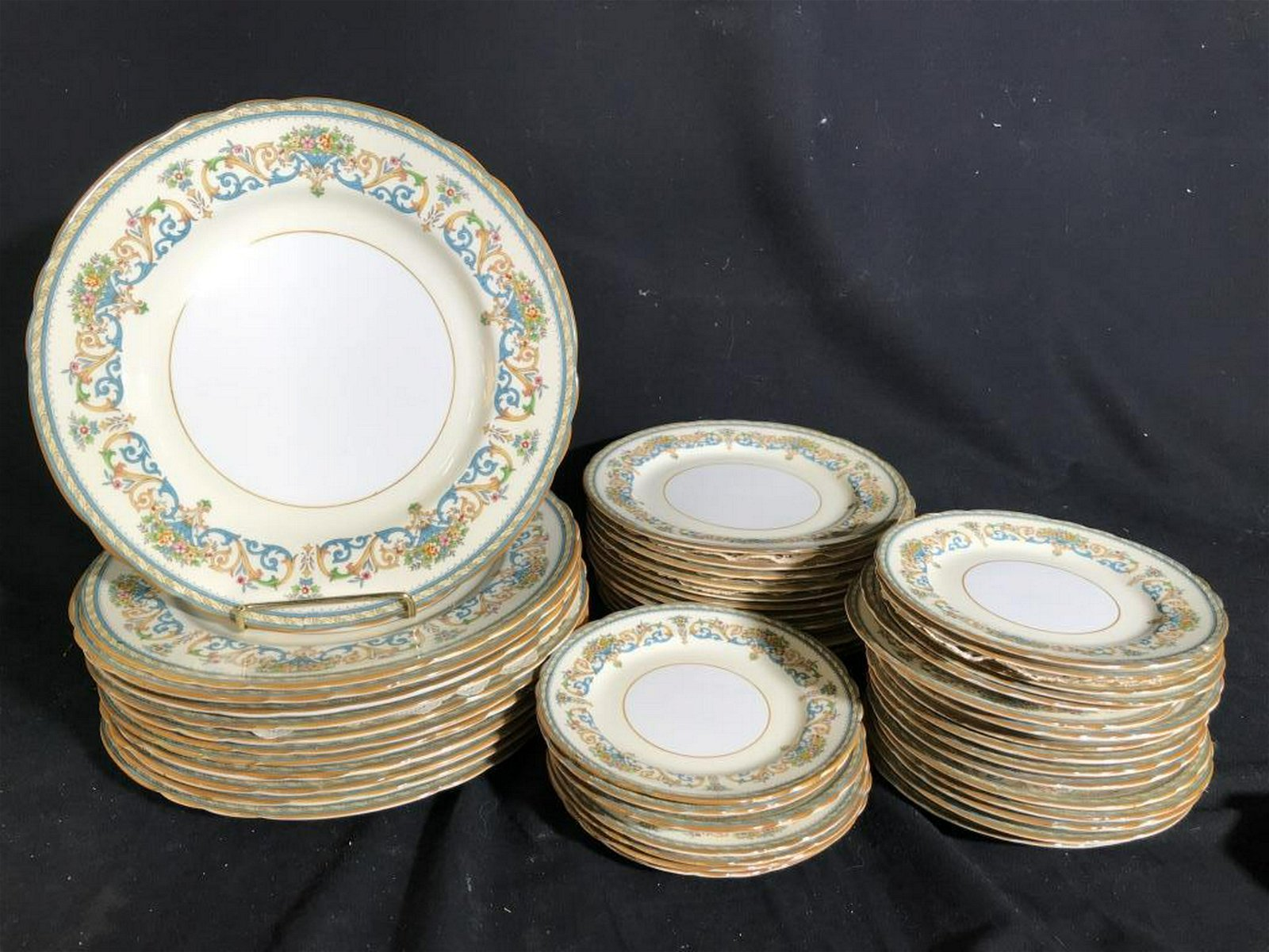 AYNSLEY English Bone China Place Settings Also reads