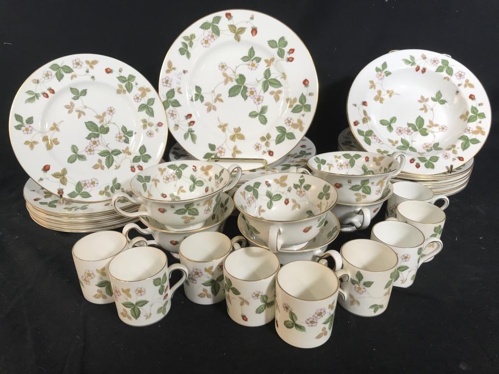 WEDGWOOD Wild Strawberry Porcelain Settings English