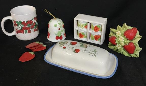 Set 5 Vintage Strawberry Home Accessories