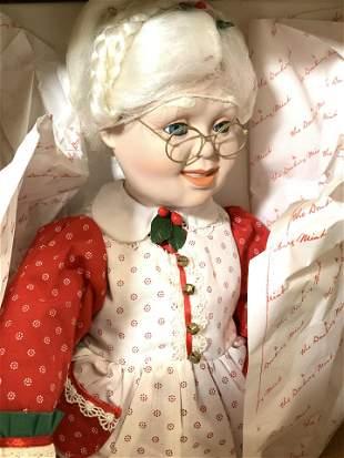 Mr&Mrs Claus Danbury Mint Porcelain Dolls