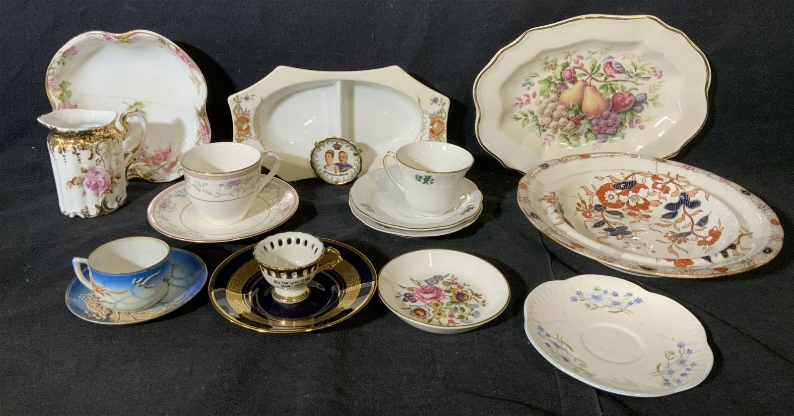 Group Lot 17 Miscellaneous Porcelain Objects