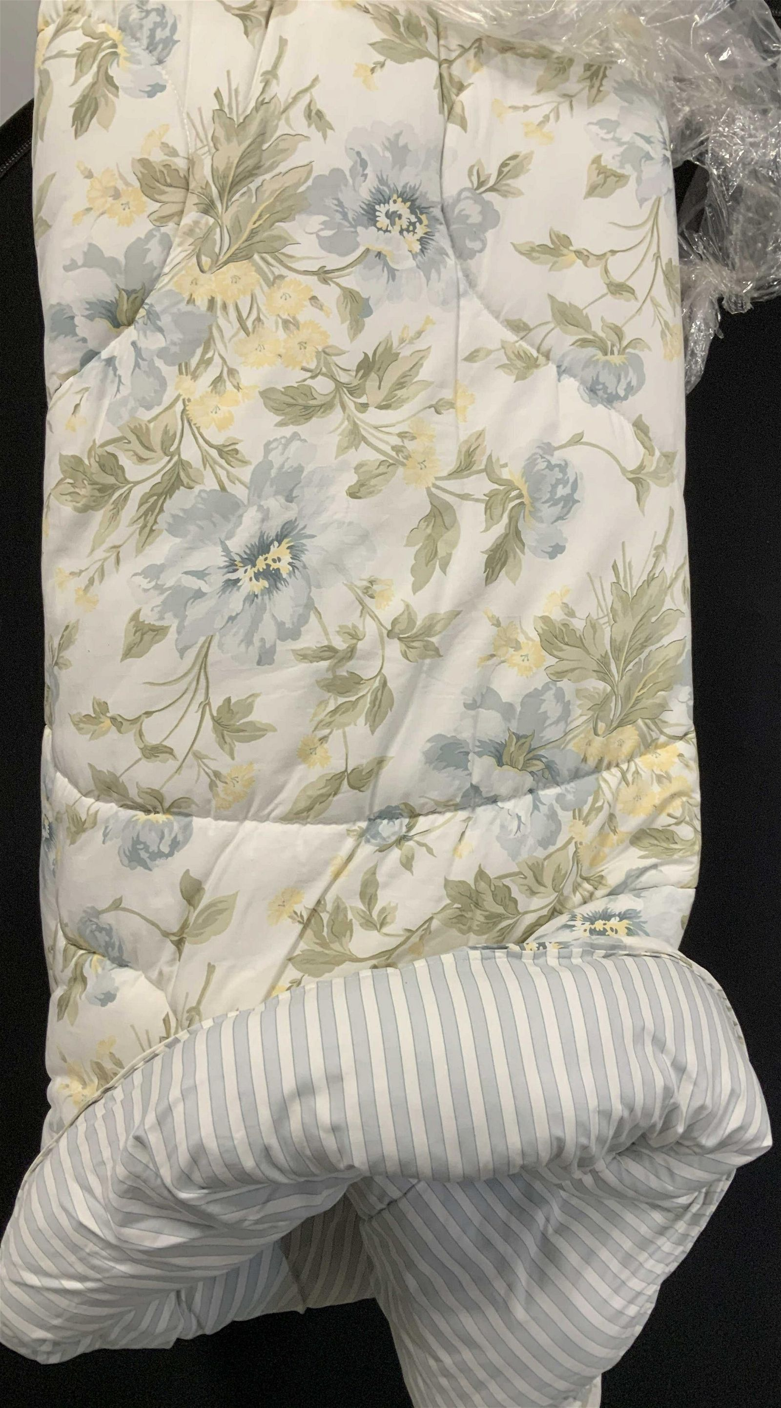 Ellen TRACY Home Floral and Stripped Comforter