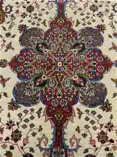 Fringed Wool Oriental Style Carpet, India