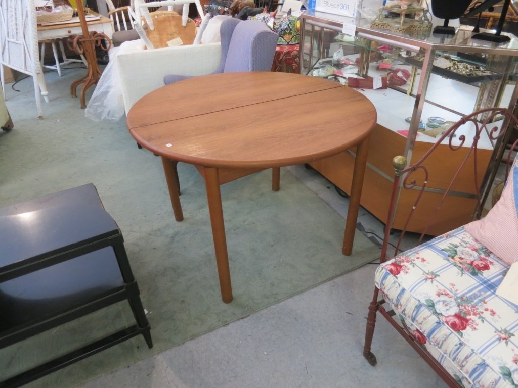 Round vintage Danish Modern Style Dining Table