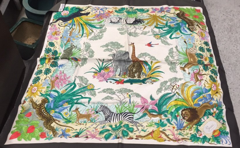 GUCCI Signed Labled Scarf Jungle Motif