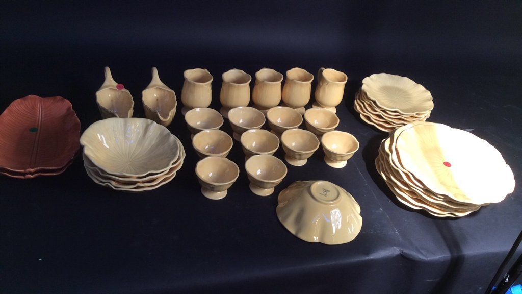 Laurie yellow leaf dish pottery set