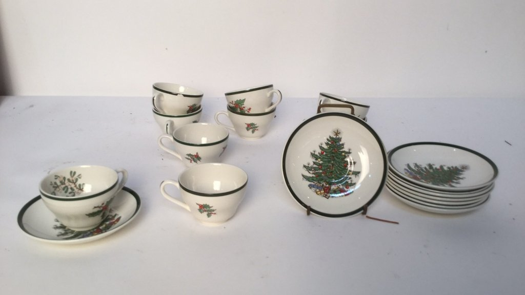 18 pieces Cuti-Bertson Christmas Cups and Saucers