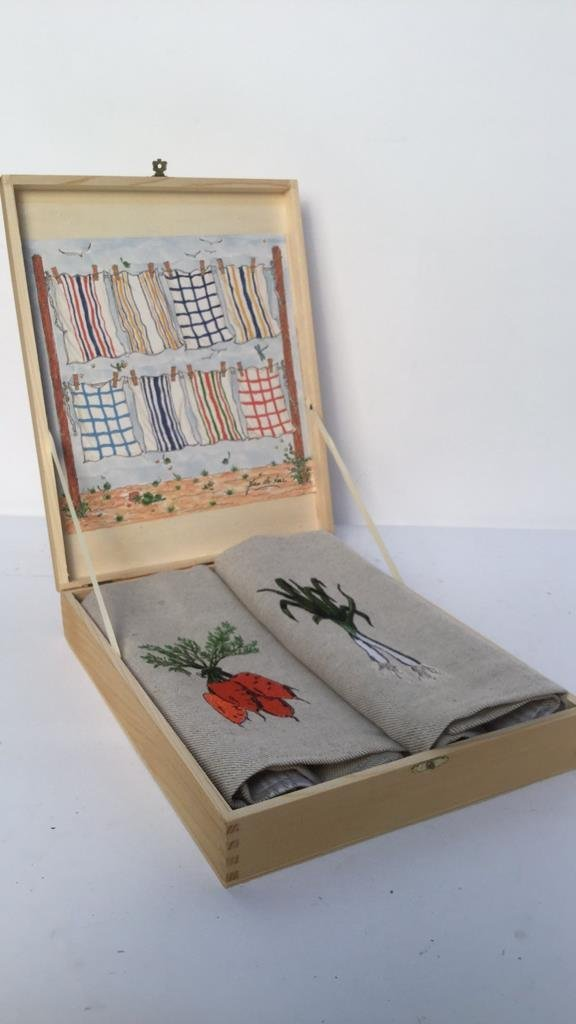 Pair of Le Potager Vegetable Embroidered Towels