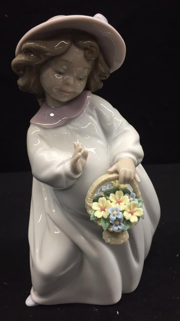 LLADRO Happiness Female Figurine - 2