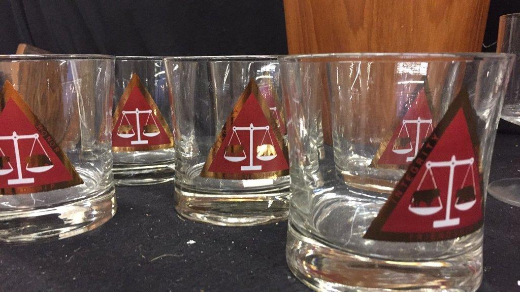 25 Piece Corporation Bond Traders Club Glass Set - 2
