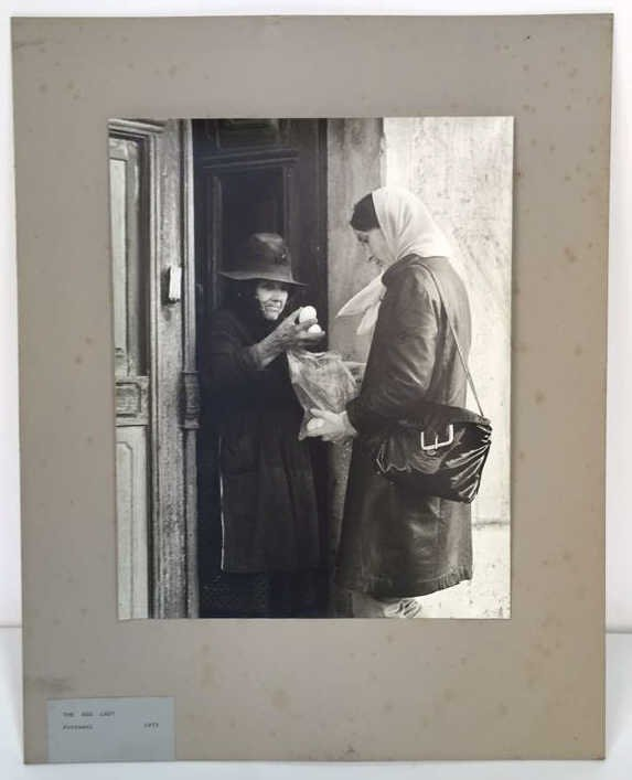 Photograph THE EGG LADY Portugal 1972 signed