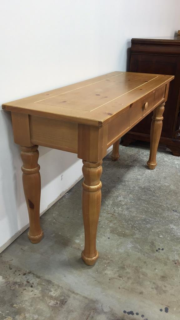 BROYHILL Pine Console Table w Turned Legs - 4