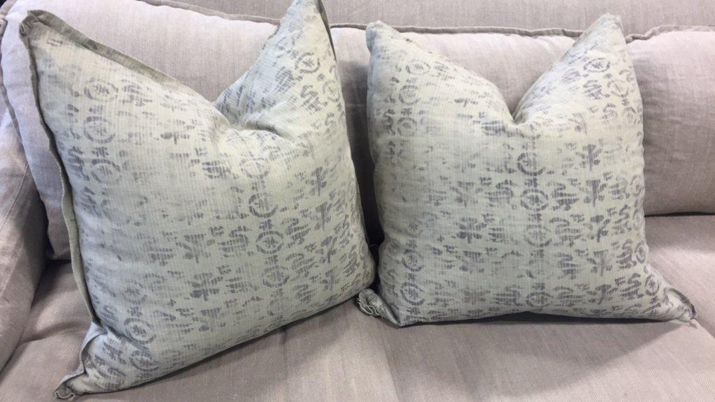 Pair Plush Decorative Throw Pillows