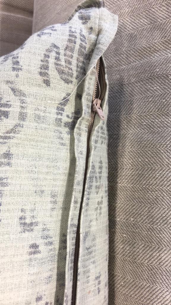 Pair Plush Decorative Throw Pillows - 7