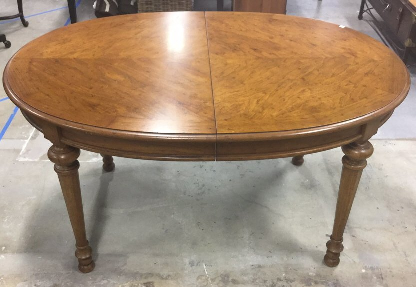 Wood Dinning Table With 2 Leaves