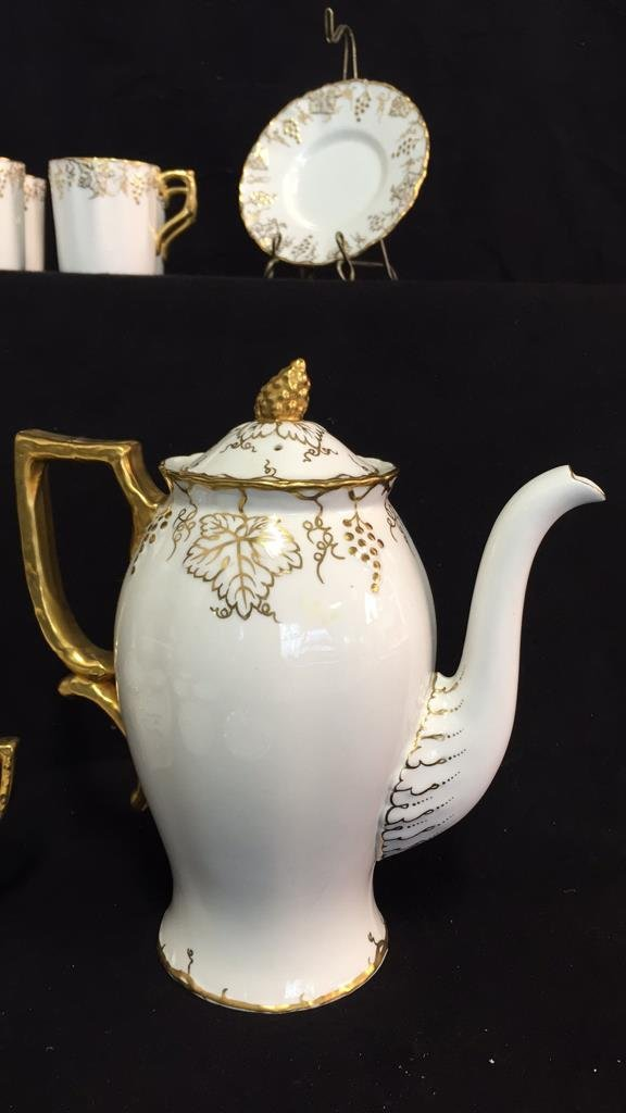 ROYAL CROWN DERBY Tea Set VINE - 3