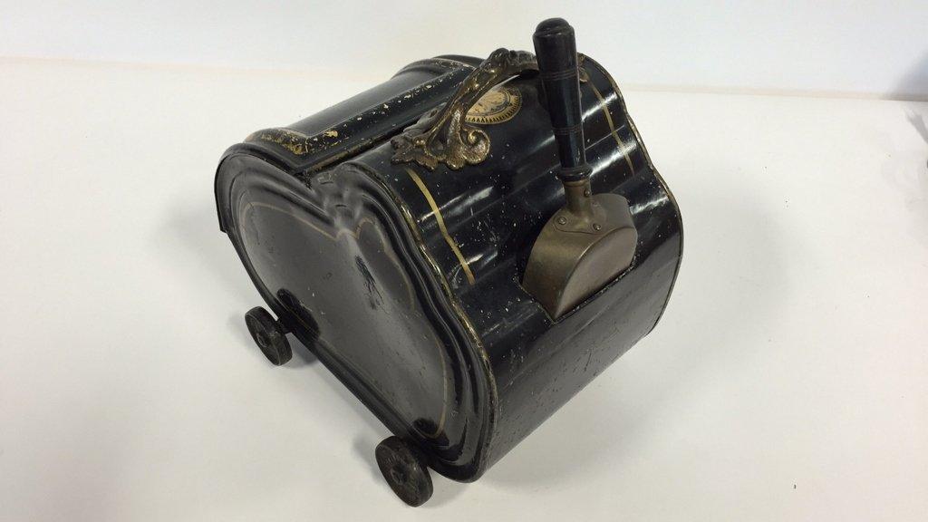Vintage Coal Scuttle and Shovel - 3