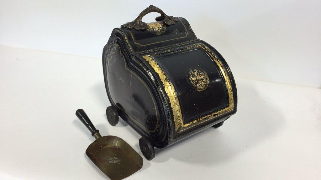 Vintage Coal Scuttle and Shovel - 7
