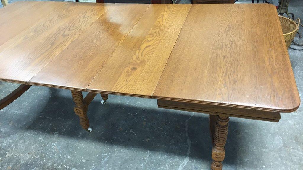 Oak BOBBIN-turned Leg Dining Table - 4