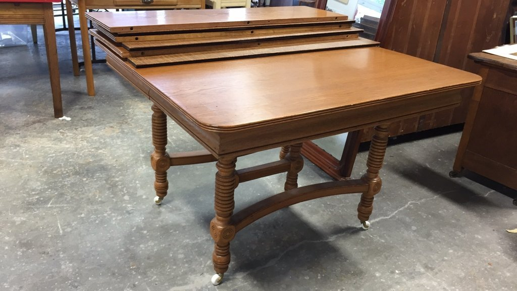 Oak BOBBIN-turned Leg Dining Table - 7