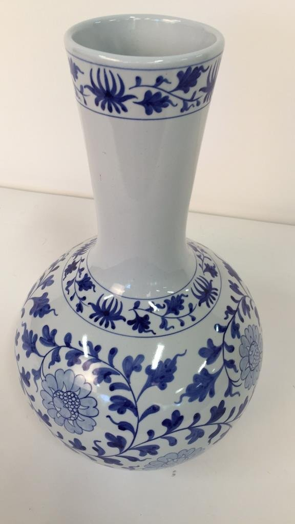 Large Blue and White Vase From Taiwan - 3