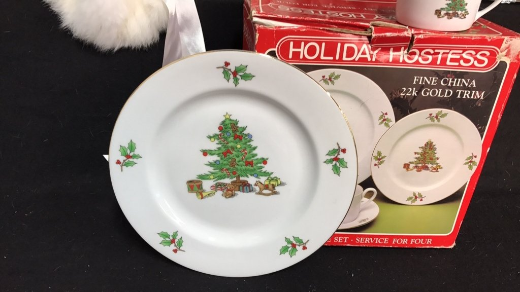 Group Lot Holiday Dishes Plus - 2