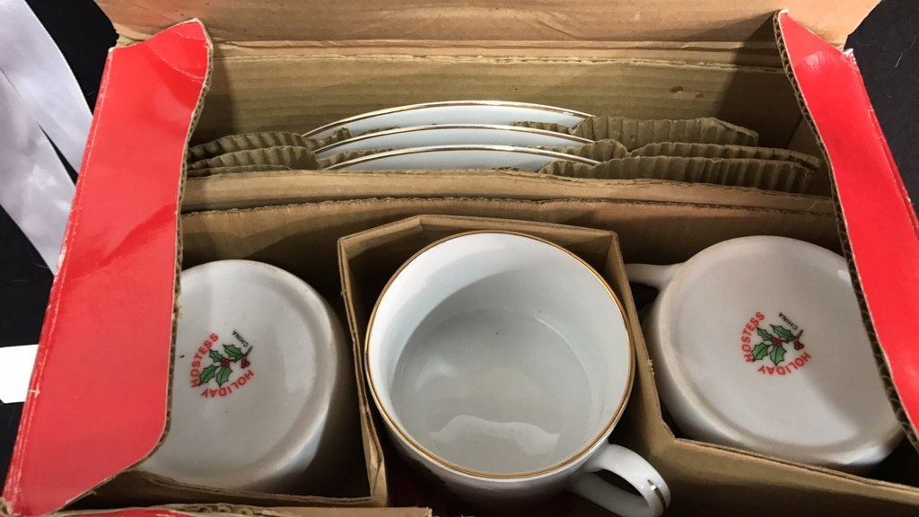 Group Lot Holiday Dishes Plus - 5
