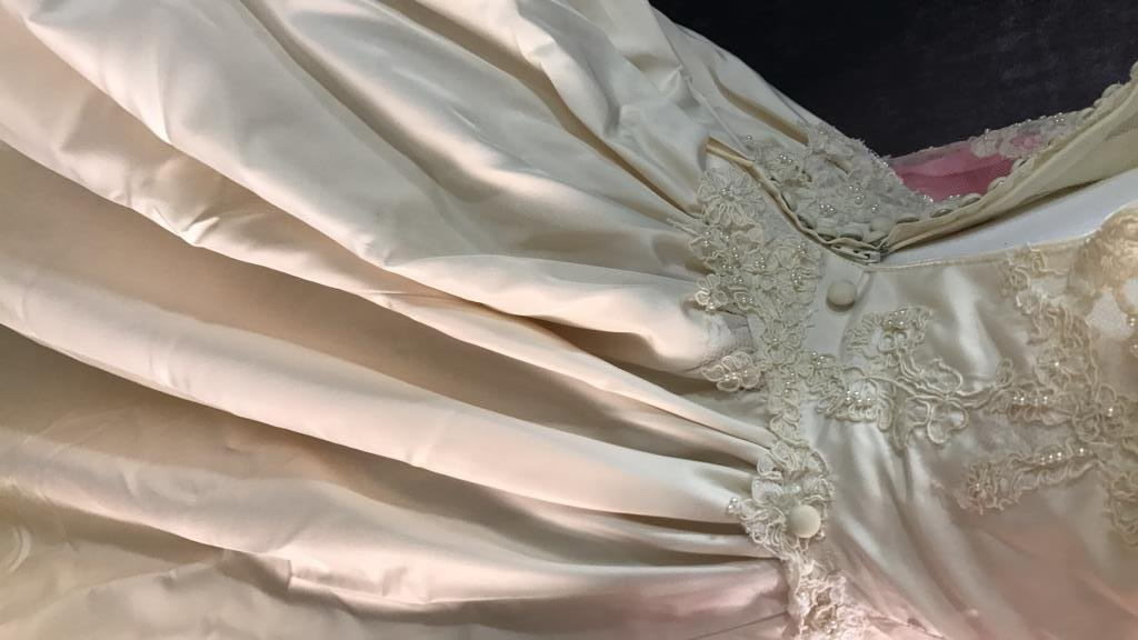 Vintage Wedding Gown Lace Pearl Accents - 5