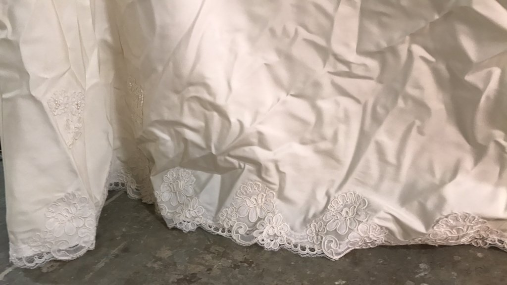 Vintage Wedding Gown Lace Pearl Accents - 6