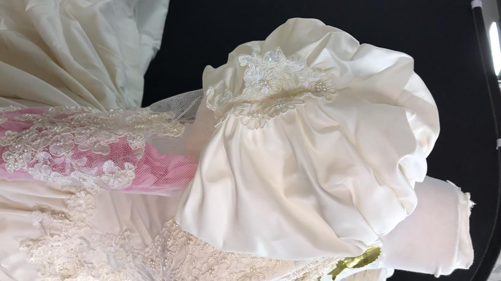 Vintage Wedding Gown Lace Pearl Accents - 8
