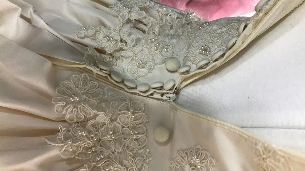 Vintage Wedding Gown Lace Pearl Accents - 9