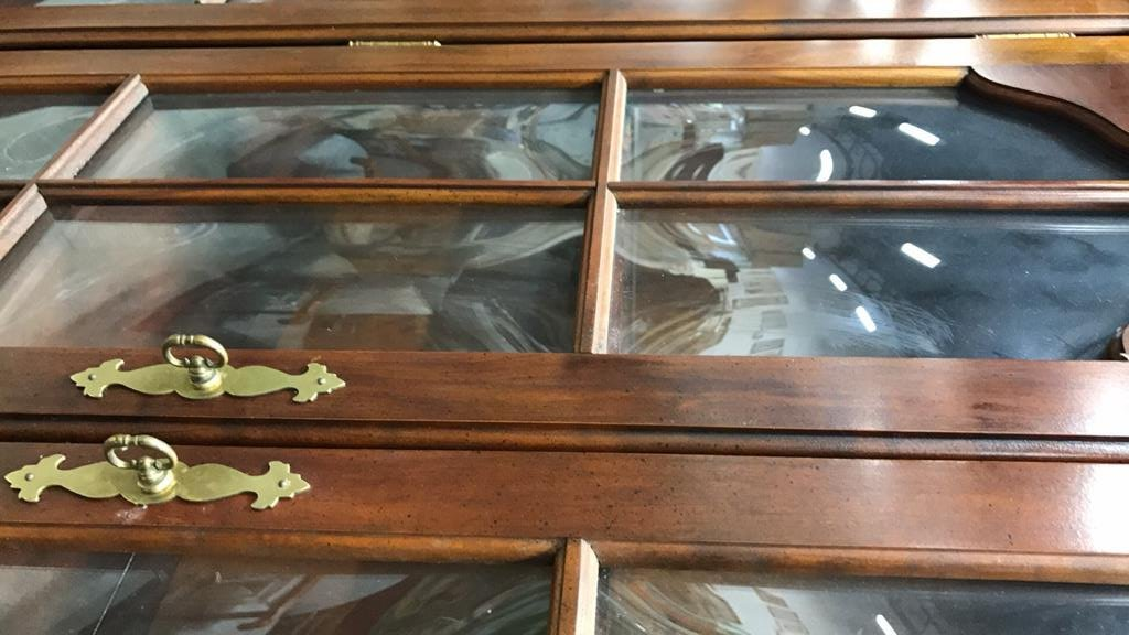 Vintage Colonial Style Hand Blown Glass Cabinet - 9