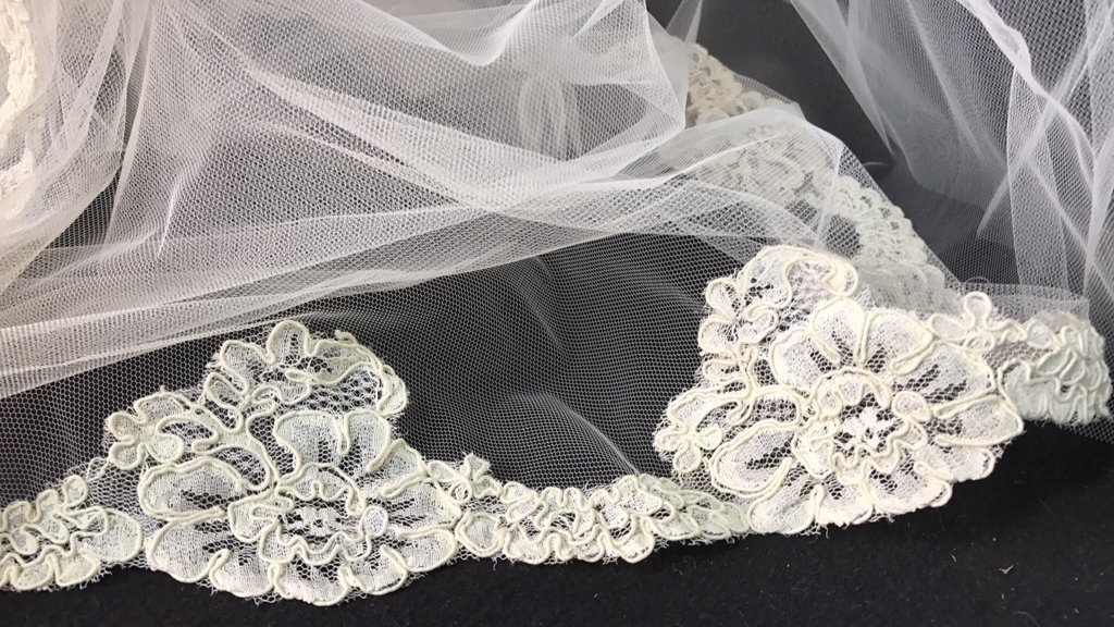 Lace Trimmed Bridal Veil Pearl Floral Band - 4